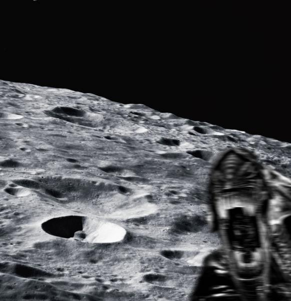 RT BREAKING: ESA RELEASES FIRST HIGH-RES PHOTO FROM THE SURFACE OF COMET 67P!  - embedded image