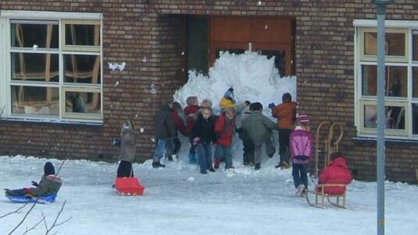 RT It's wonderful to see kids coming together to work on a common goal. #winter  - embedded image