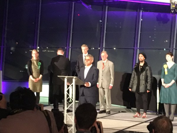 RT BNP candidate turns his back on Sadiq's speech, probably cos he's a total prick. Just looks like he's having a piss.  - embedded image