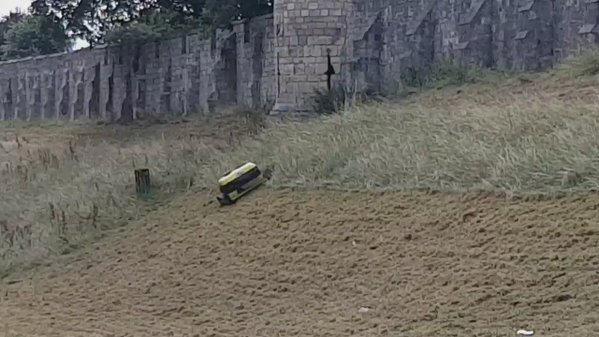 RT I know they do it every year but there's something mesmeric about watching the robot cutting the York walls banks  - embedded image