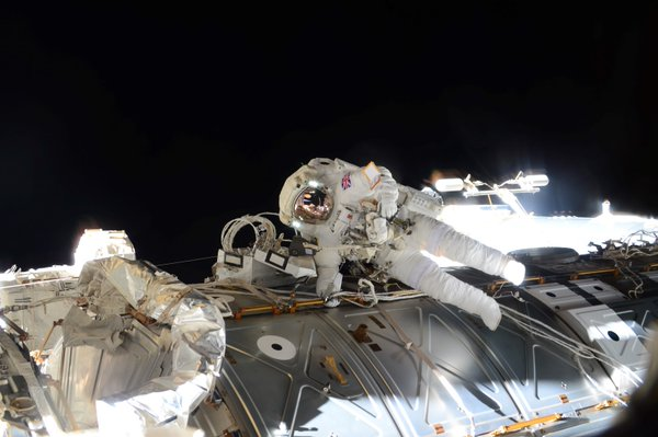 RT Today's exhilarating #spacewalk will be etched in my memory forever – quite an incredible feeling!  - embedded image 3
