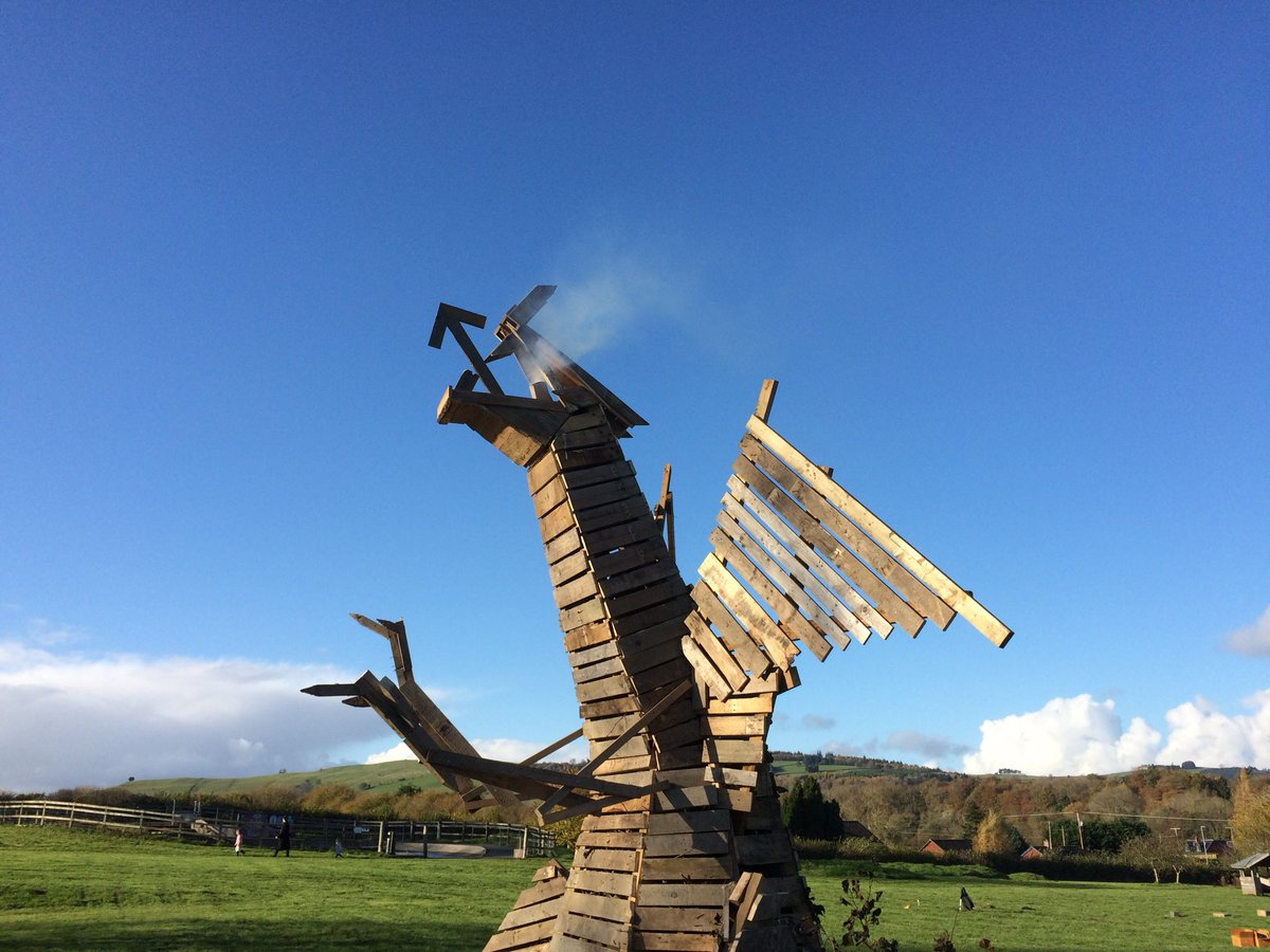 RT Helped build a Dragon for fireworks tonight Wentes Meadow Presteigne  - embedded image 3