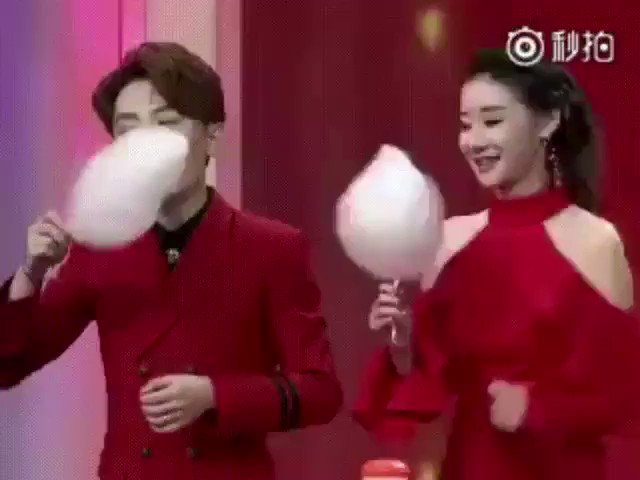 RT Girl crushes a cotton candy eating contest ❤️.  - embedded image