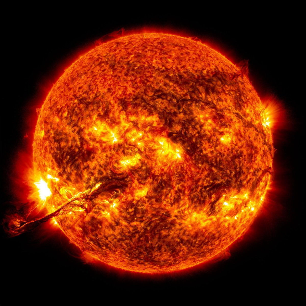 RT Interesting fact - The sun makes up 99.86% of the solar systems mass!  - embedded image
