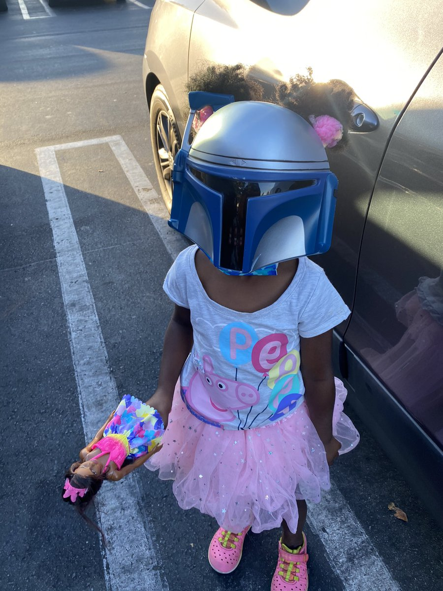 RT I told my daughter to grab her mask so we can go to the store. This was the mask she grabbed.  - embedded image